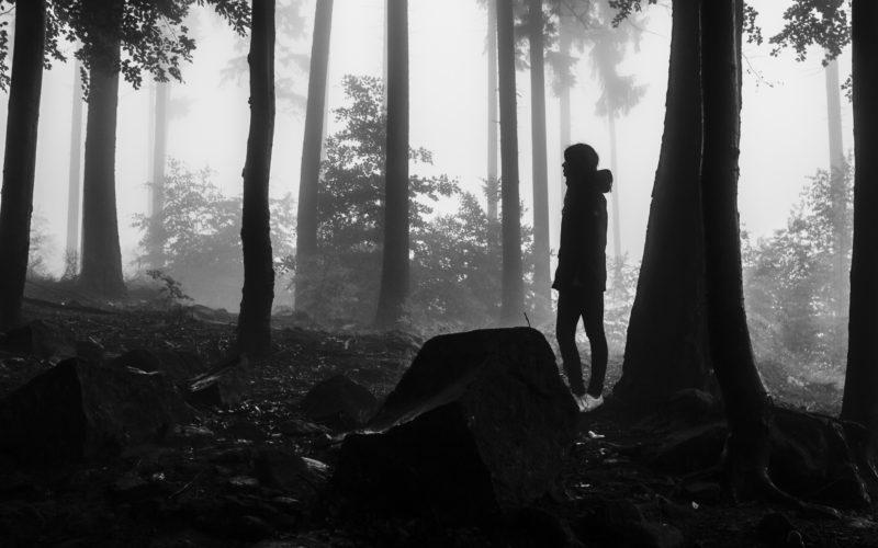 Samotna wśród ludzi
